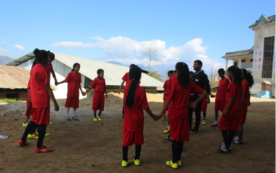 Nepalese meiden voetballen tegen geweld